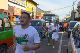 Runners race on a narrow street of Suryakancana, Chinatown.