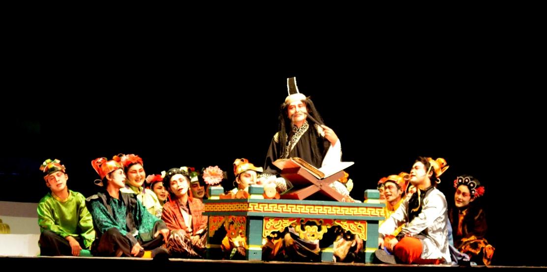 Opera Ular Putih