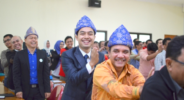 Guests participate in a fun activity with motivator Edvan M. Kautsar during PT Midiatama second anniversary. Right to left: Head of A2K4 Lazuardi Nurdin, motivational speaker Edvan M. Kautsar, Director of PT Midiatama Muhammad Deny, Head of A2K4 Jakarta Edy Setiawan, Auditor Muhammad Gilang.