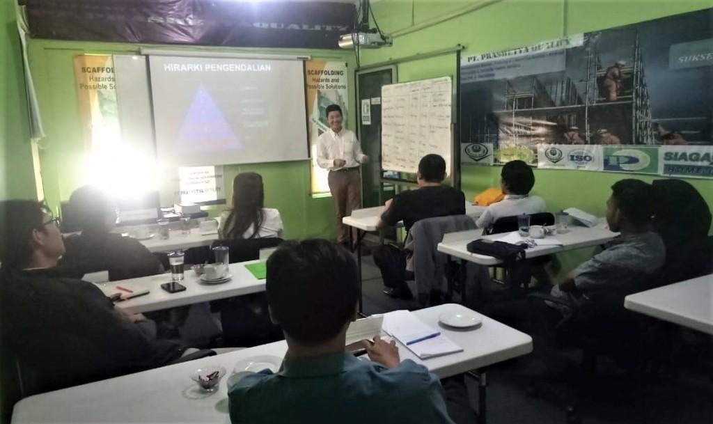 Materi manajemen risiko dalam pelatihan AK3U, Prashetya Quality, Agustus 2019