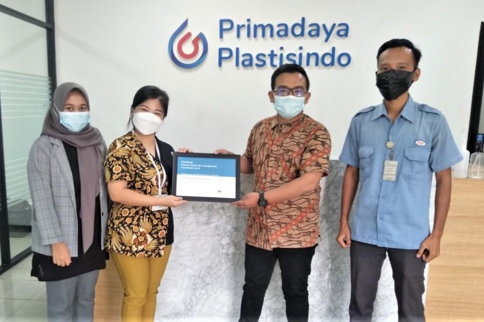 Pelatihan human resources management di PT PrimadayaPlastisindo